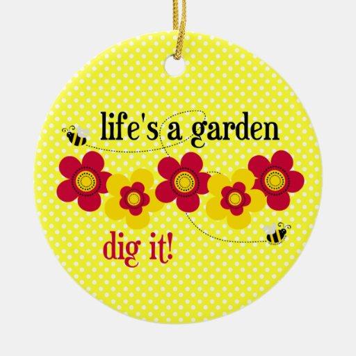 La vida es un ornamento del jardín (h) adorno navideño redondo de cerámica