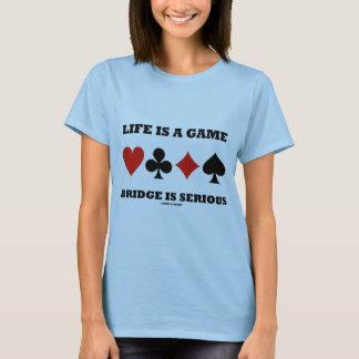 La vida es un puente del juego es seria (cuatro playera