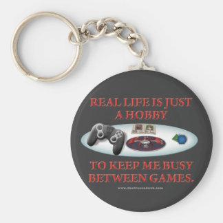 La vida es una afición entre los juegos llavero redondo tipo pin