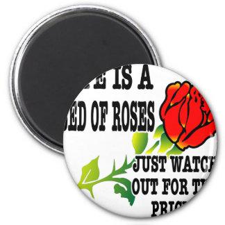 La vida es una cama de rosas tiene cuidado para lo imán redondo 5 cm