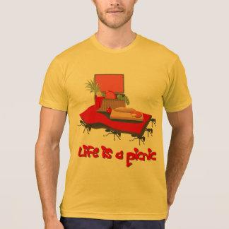 La vida es una comida campestre… para la camisa de