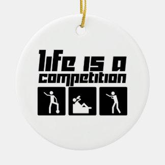 La vida es una competencia adorno navideño redondo de cerámica