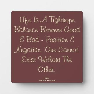 La vida es una placa de la cita de la balanza de l