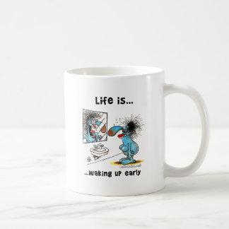 La vida está despertando temprano taza de café