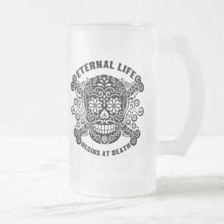 La vida eterna comienza en la muerte jarra de cerveza esmerilada