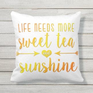 La vida necesita una almohada más dulce del té y cojín decorativo
