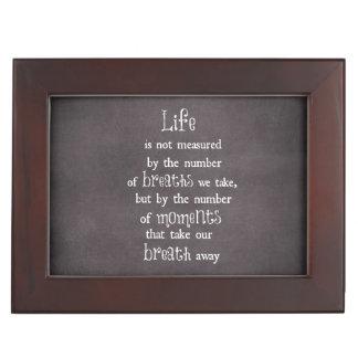 La vida no es medida por las respiraciones que caja de recuerdos