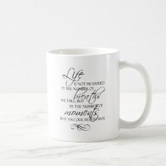 La vida no es medida por las respiraciones que tom taza de café