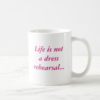 La vida no es una taza del ensayo general… con la
