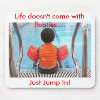 La vida no viene con los floaties mousepads