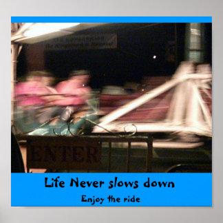 La vida nunca retrasa póster