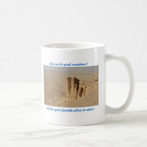 La vida puede ser buena - borde del mundo taza de café