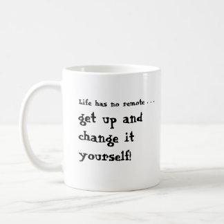 La vida tiene no alejado… levantarse y cambiarlo taza clásica