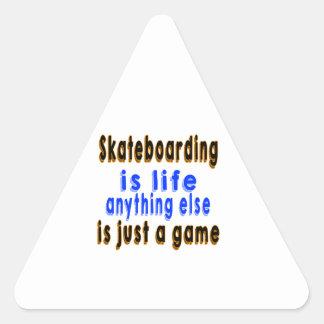 La vida todo lo demás de Skateboarding.is es Pegatina Triangular