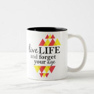 La vida viva y olvida su taza del tono de la edad