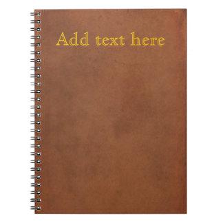 La vieja cubierta de libro de cuero, añade su prop spiral notebooks
