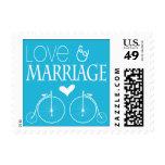 La vieja moda monta en bicicleta amor y boda sello
