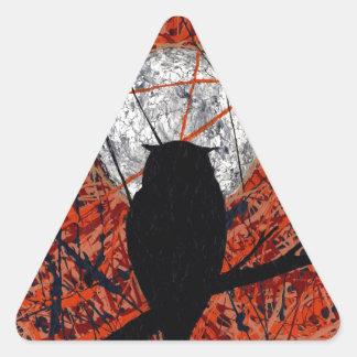 LA VIGILIA (no puede luchar el tema del búho del ~ Pegatina Triangular