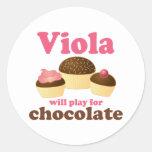 La viola linda jugará para el chocolate pegatinas redondas