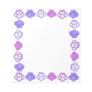 La violeta africana púrpura florece libreta blocs de notas