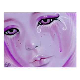 La violeta rasga la postal triste del chica