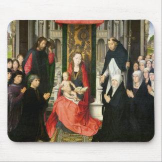 La Virgen y el niño con San Jaime y St Dominic Alfombrillas De Raton