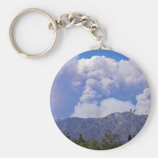 La vista de las colinas y del humo Clouds_ Llavero Personalizado