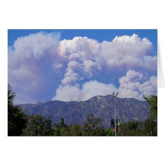 La vista de las colinas y del humo Clouds_ Tarjeta De Felicitación