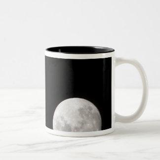 La vista de una Luna Llena, también muestra Marte Taza De Café De Dos Colores