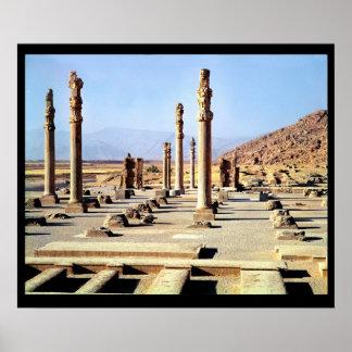 La vista general del Apadana fundó c.518 A.C. Poster