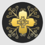 La voluta de oro dentro de una voluta diseñó a los pegatina redonda