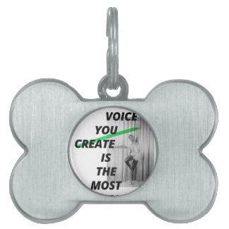La voz en su cabeza está la más viva placas mascota