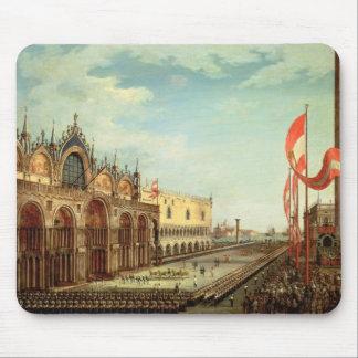 La vuelta de las tropas de St Mark a Venecia Mouse Pads