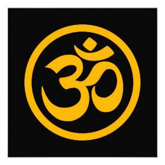 La yoga amarilla y negra OM circunda Invitaciones Personales