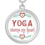 La yoga calienta mi corazón pendiente