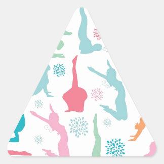 La yoga colorida plantea el modelo pegatina triangular