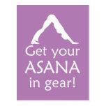La yoga consigue su Asana en engranaje Tarjeta Postal