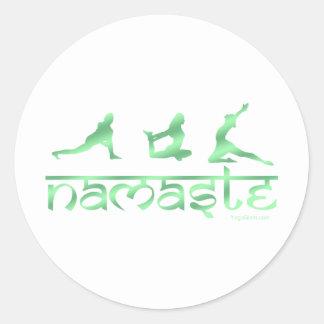 La yoga de Namaste plantea verde Etiquetas Redondas