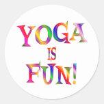 La yoga es diversión pegatinas redondas