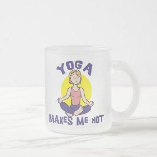 La yoga me hace caliente tazas de café