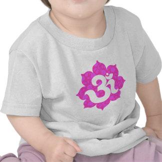 La yoga OM en Lotus pica Camisetas