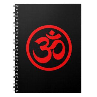 La yoga roja y negra OM circunda Cuaderno