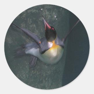 La zambullida del pingüino pegatinas redondas
