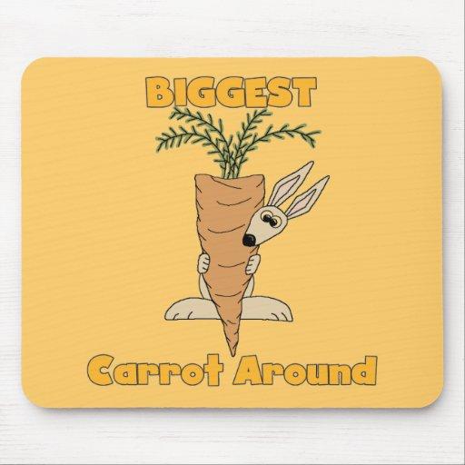 La zanahoria más grande alrededor de las camisetas tapetes de ratón