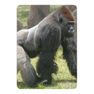 """La zanahoria remató el gorila con los brazos invitación 5"""" x 7"""""""