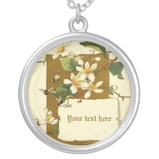 La zarzamora blanca del vintage florece el collar