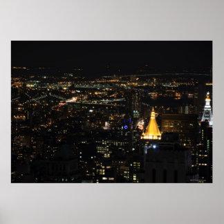 La zona este de Manhattan meridional en la noche Póster