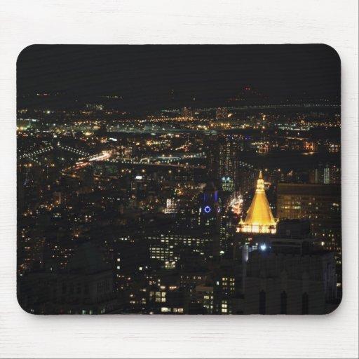 La zona este de Manhattan meridional en la noche Alfombrillas De Ratones