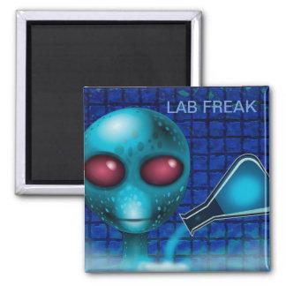 LAB FREAK SCIENTIST, ALIEN SCIENCE EXPERIMENT MAGNET