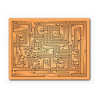 Laberinto anaranjado tarjeta postal